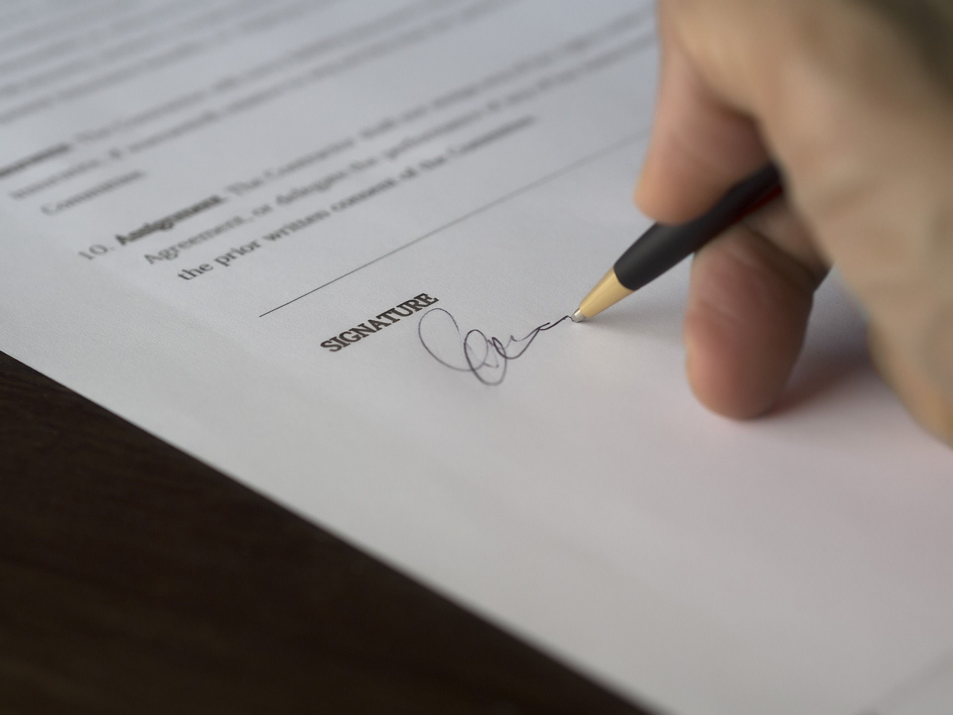 Imagen firma de contrato eventual