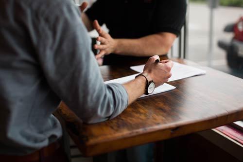 Firma de un contrato de alquiler